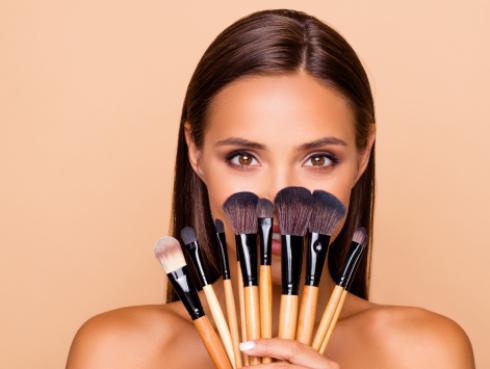 ¿Adoras el maquillaje? Estudio revela que eres más segura e inteligente