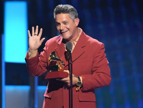 Alejandro Sanz le dedica emotivo mensaje a Rosalía tras ganar su primer Grammy