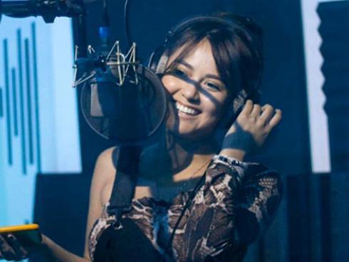 Amy Gutiérrez brindó concierto acústico gracias a Ritmo Romántica [VIDEO]