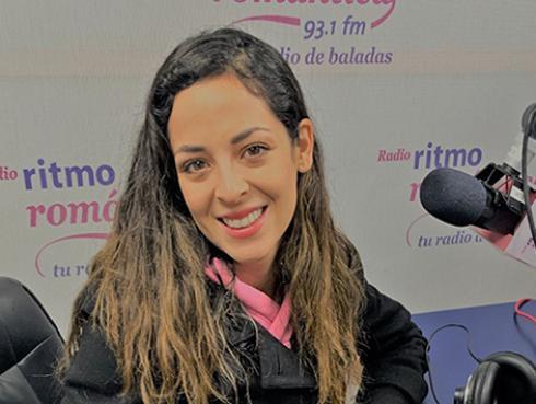 Andrea Luna presenta su nuevo sencillo 'Ven junto a mí'