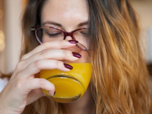 ¡Atenta! Estos son los beneficios de consumir jugo de naranja