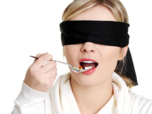 ¿Comer a ciegas ayuda a bajar de peso?