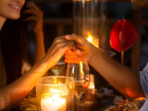 ¿Cómo organizar una cena romántica a la luz de la vela?