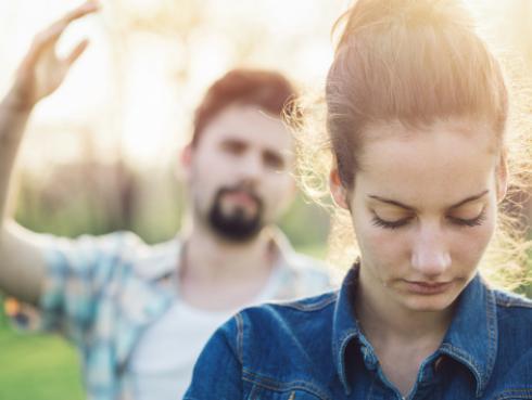 Cosas que nunca debes permitirle a tu pareja