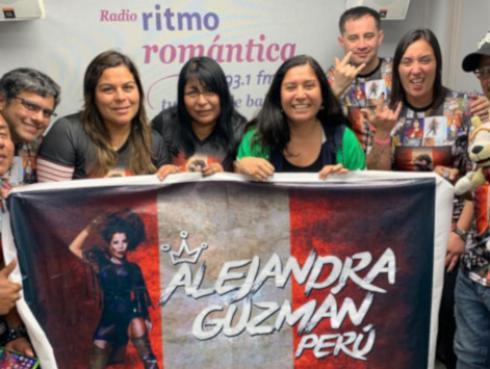 ¡El club de fans de Alejandra Guzmán visitó la cabina de Ritmo Romántica!