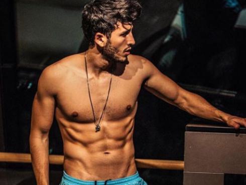 El sensual striptease de Sebastián Yatra