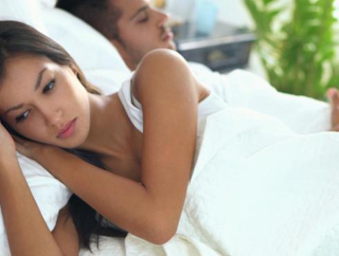 Estas señales indican que tu pareja sigue pensando en su ex