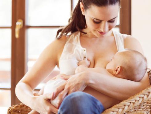 Este alimento potenciará la inteligencia de tu bebé durante la lactancia