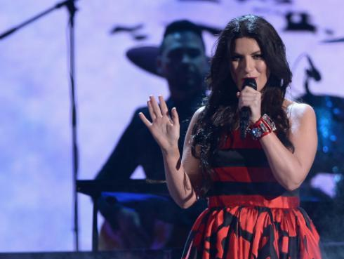 Laura Pausini y Carlos Rivera lanzan 'La Solución'