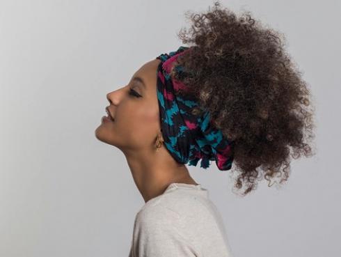 El pañuelo se reinventa y está de moda
