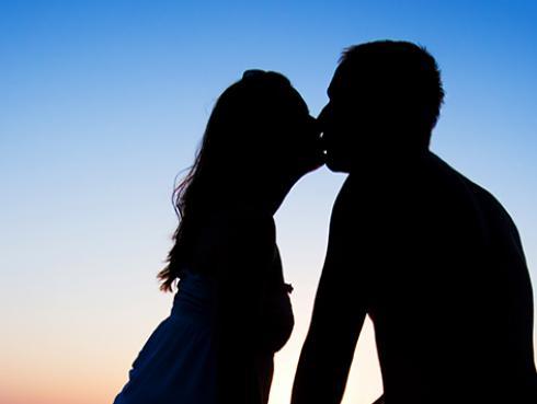 Estudio demuestra que tener sexo con tu pareja antes de dormir combate el insomnio