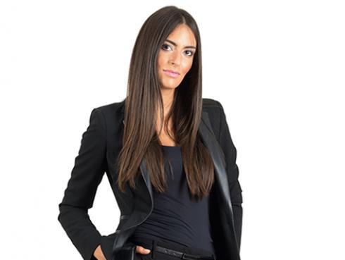 Estudio revela que las mujeres que visten de negro son las más inteligentes