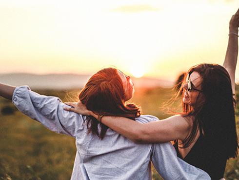 Estudio revela que las mujeres quieren más a su mejor amiga que a su pareja