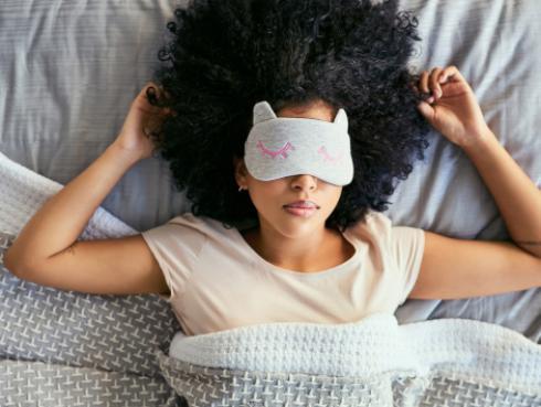 Estudio revela que las personas dormilonas son más inteligentes y creativas