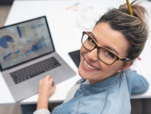 Estudio revela que trabajar en la oficina un día a la semana es la clave para mejorar tu salud mental