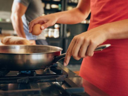Evita ingerir más grasas usando los utensilios de cocina correctos