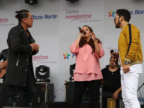 Idéntico y Sandra Muente cantaron en vivo 'Hoy quiero' en el Festival de Baladas