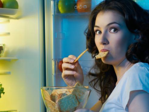 ¿Importa más la hora en la que comes o lo que comes? ¡La ciencia tiene la respuesta!