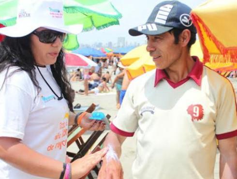 """Inician campaña de despistaje de cáncer de piel """"Prevención 365"""" en playas de Lima completamente gratis"""