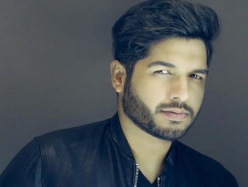 Jair Mendoza se prepara para lanzar el video 'Atado a ti'