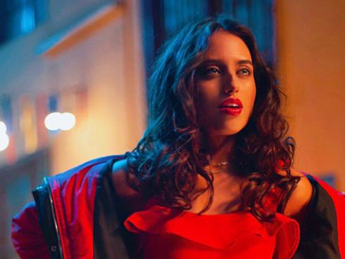 La cantante peruana Nicole Favre forma parte del álbum 'Eterna navidad: celebremos' junto a grandes estrellas como Alejandro Fernández, Danna Paola, Juanes y más