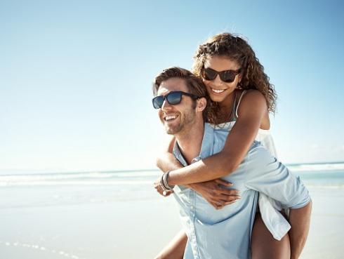 Consejos para pasar un día de playa con tu pareja