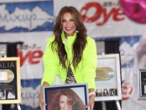 Thalía recibió discos de oro y platino por su álbum 'Valiente'