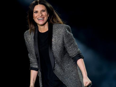 Laura Pausini lanzó el video oficial de 'El valor de seguir adelante'