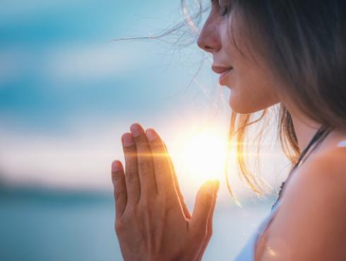 ¿La meditación ayuda a bajar de peso?