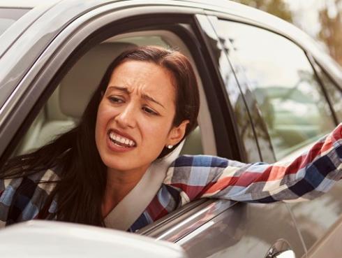 Las mujeres que dicen groserías al volante ¿son más inteligentes?