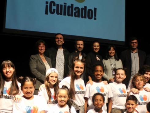 Almendra Gomelsky y Marco Zunino lanzan nueva versión de canción de Nubeluz contra abuso de menores