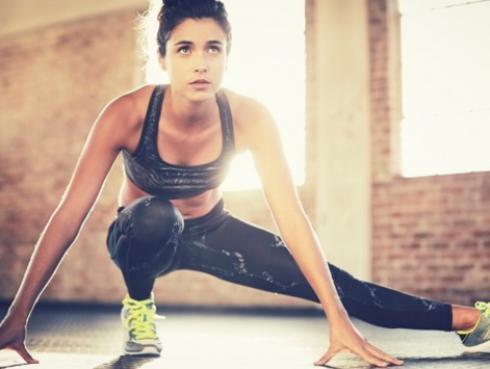 Estiramientos que debes hacer antes de comenzar cualquier deporte