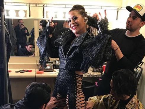 Los estrambóticos atuendos que luce Alejandra Guzmán en sus conciertos
