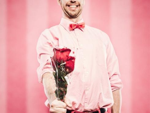 ¿Los hombres de baja estatura son mejores en el amor? Estudio lo confirma
