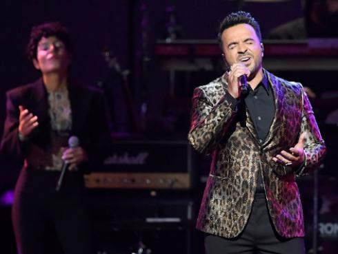 Luis Fonsi participó en el homenaje que le rindió los Grammy a Aerosmith