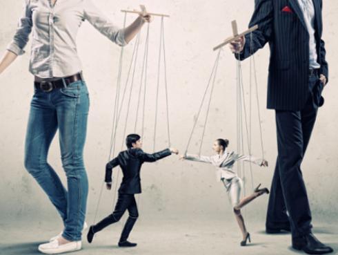 No caigas más en su manipulación