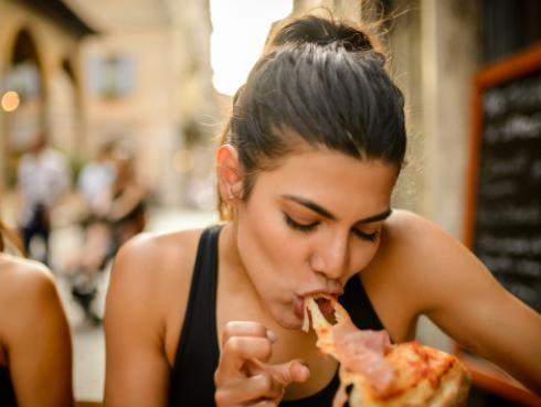 ¡No lo vas a creer! Estudio revela que las personas prefieren comer a tener sexo