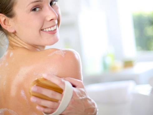 Nunca más tendrás acné en la espalda con este tip