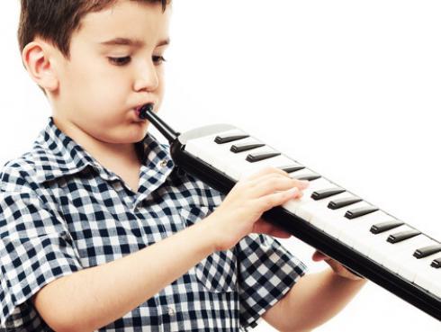 ¿Por qué los niños deben tocar un instrumento musical?