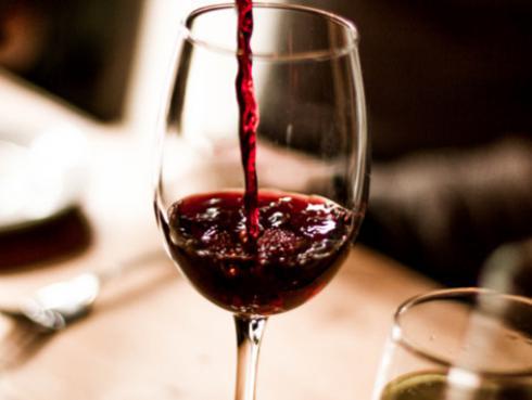 ¿Por qué una copa de vino es buena para tu salud?