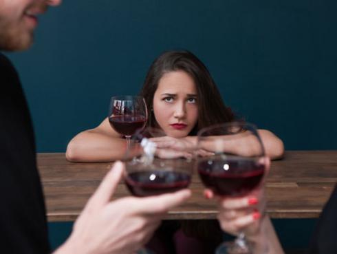 ¿Qué debes hacer si te enteras que a tu amiga le están siendo infiel?