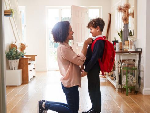 ¡Qué felicidad! Padres de familia no ocultan su emoción por el regreso a clases de sus hijos