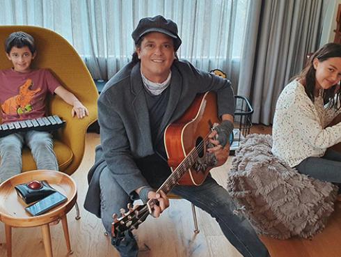 ¡Qué ternura! Carlos Vives ofrece concierto online en vivo junto a sus hijos [VIDEO]