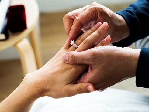 Estudio revela que el matrimonio previene la demencia