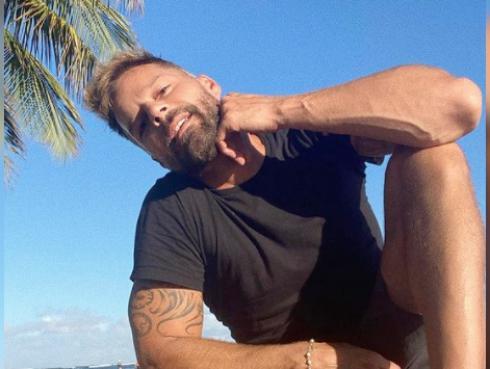 Ricky Martin sorprende con radical cambio de look