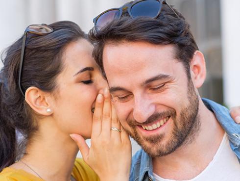 Señales que te hacen creer que hay química en una pareja