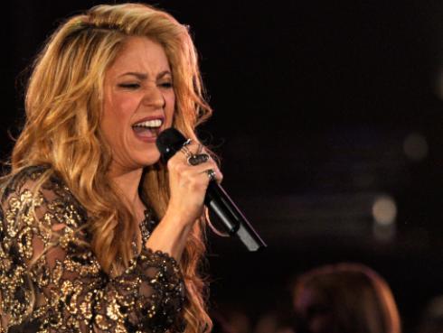 Mira a Shakira bailando salsa