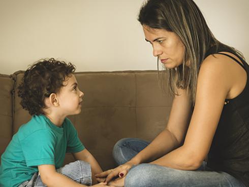 Si discutes con tu hijo es porque se parece más a ti
