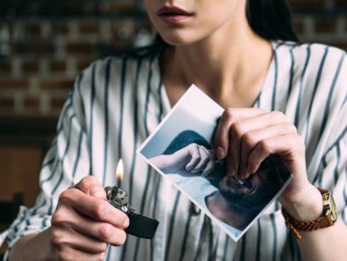 Sigue estos consejos para dejar atrás el resentimiento a tu ex