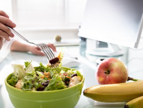 Snacks saludables que puedes consumir en el trabajo